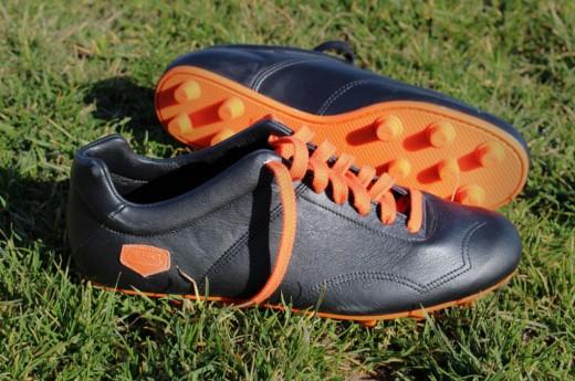 Chaussures de foot Infatigable - Noir crampons moulés orange